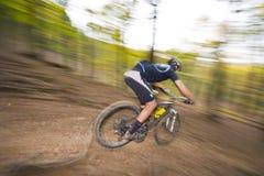 Гора велосипед покатая крайность Стоковая Фотография