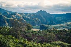 Гора вокруг холма Стоковая Фотография