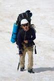 гора вымотанная альпинистом стоковое фото rf