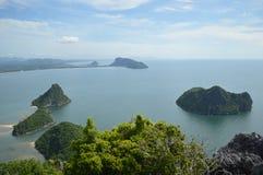 Гора в море стоковые фотографии rf