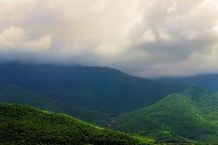 Гора в пасмурном утре, Азия Стоковые Фото