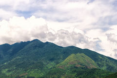 Гора в пасмурном утре, Азия Стоковые Изображения
