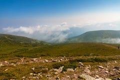 Гора в тумане Стоковая Фотография