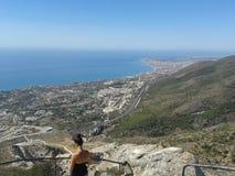 Гора, город и море Стоковое Фото
