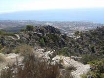 Гора, город и море Стоковая Фотография
