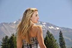 гора девушки Стоковое фото RF