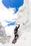 Гора ледника горы стены льда альпиниста взбираясь, Боливия Стоковое Изображение RF