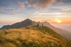 Гора захода солнца стоковое фото rf