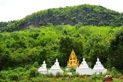 Гора зеленого цвета статуи Будды Стоковое фото RF
