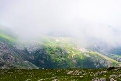Гора известняка в тумане Стоковые Фото