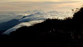 Гора, изображение в утре горы Небо под пиком naiguata стоковое изображение rf