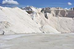 гора индустрии обрабатывая хранят соль, котор Стоковые Фото