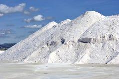 гора индустрии обрабатывая хранят соль, котор Стоковая Фотография