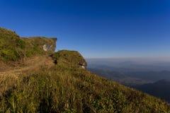 Гора и голубое небо Стоковые Фотографии RF