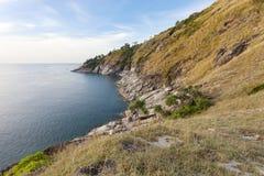 Гора и море утесов в Пхукете Таиланде Стоковая Фотография