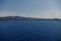 Гора и море стоковые фотографии rf