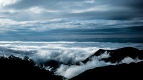 Гора и облако Стоковые Изображения