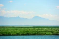 Гора и озеро Стоковые Изображения