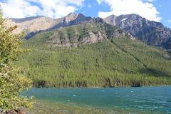 Гора и озеро 17 Стоковое Изображение
