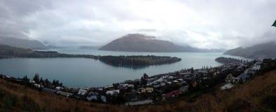 Гора и озеро Стоковое фото RF