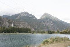 Гора и озеро стоковые фото