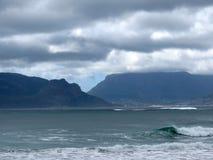 Гора и океан стоковые фотографии rf