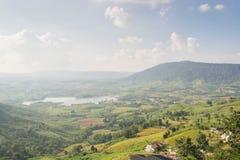 Гора и поле Стоковая Фотография
