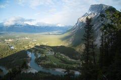 Гора и река стоковые фотографии rf
