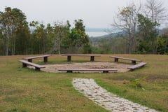 Гора камина на взгляде реки стоковое изображение rf
