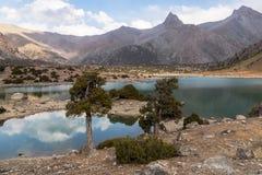 Гора красивая, гора Таджикистана Fann, озера Kulikalon стоковые изображения rf