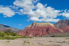 Гора красного цвета Pollera de Ла coya Стоковые Изображения