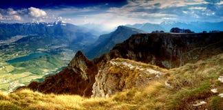 гора ландшафта излучает солнце Стоковое Изображение RF