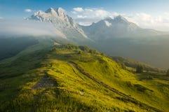 гора ландшафта туманная Стоковые Изображения RF