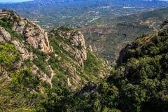 Гора Монтсеррата Каталонии, Испании Горы Монтсеррата и бенедиктинский монастырь Santa Maria de Монтсеррата Стоковые Изображения RF