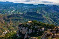 Гора Монтсеррата Каталонии, Испании Горы Монтсеррата и бенедиктинский монастырь Santa Maria de Монтсеррата Стоковое Изображение