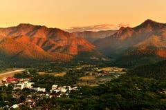 гора над заходом солнца ряда Стоковое Фото