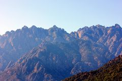 Гора на острове Франции cosrisa стоковая фотография