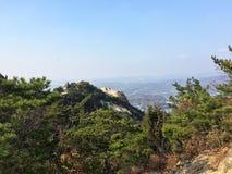 Гора обозревает город Стоковое фото RF