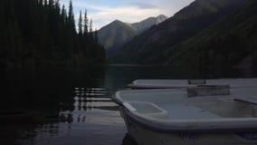 гора озера мирная сток-видео