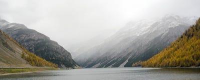 гора озера осени Стоковое Изображение RF