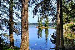 гора озера рыболовов шлюпки стоковое фото