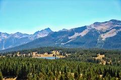 гора озера утесистая Стоковое Изображение RF