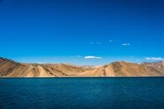 Гора озера Pangong красивая, Leh Ladakh, Индия Стоковые Изображения RF