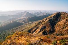 Гора от дворца муссона в Udaipur, Индии Стоковые Изображения RF
