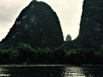 Гора пальца с человеческой рукой стоковая фотография rf