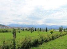 гора сада лета и голубое небо Стоковое фото RF