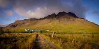 Гора сельской местности Исландии сельская на заходе солнца стоковое изображение rf