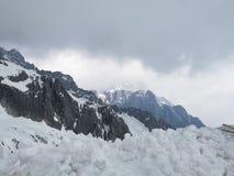 Гора снега дракона нефрита стоковые фотографии rf