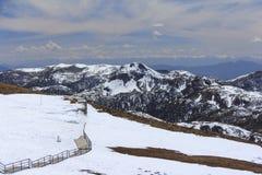 Гора снега и голубое небо на долине голубой луны, Шангри-Ла, Yunn Стоковое Изображение