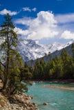 Гора снега, ясный ландшафт Green River долины Стоковое фото RF